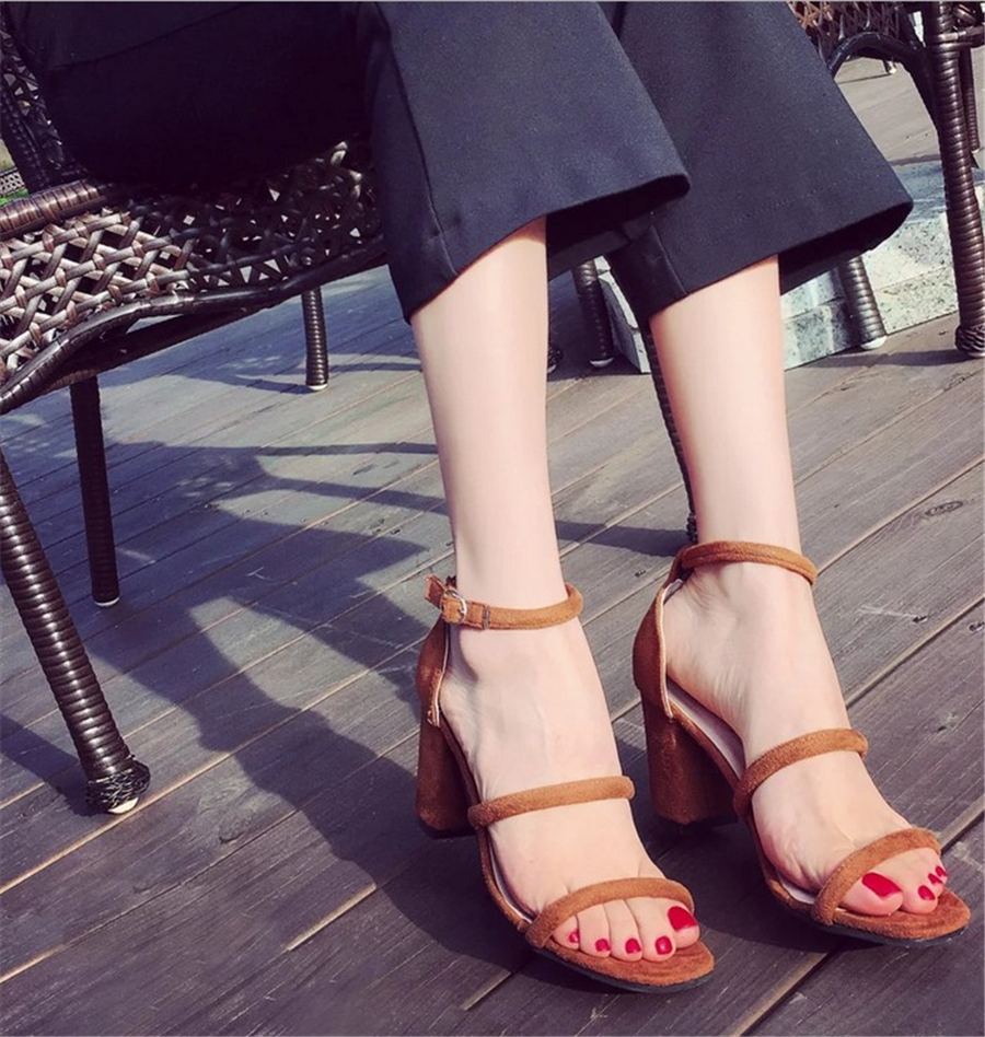 2016 summer new wave of European crude sandals with high heels open toe solid buckle font