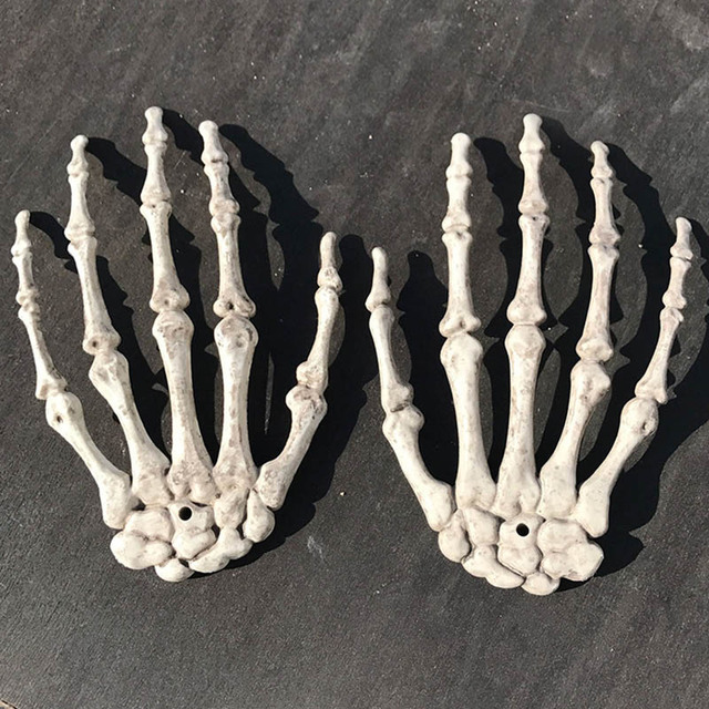 1 Pair Interesting Halloween Decoration Plastic Skeleton Hands Haunted House Props Funny XH8Z ST07