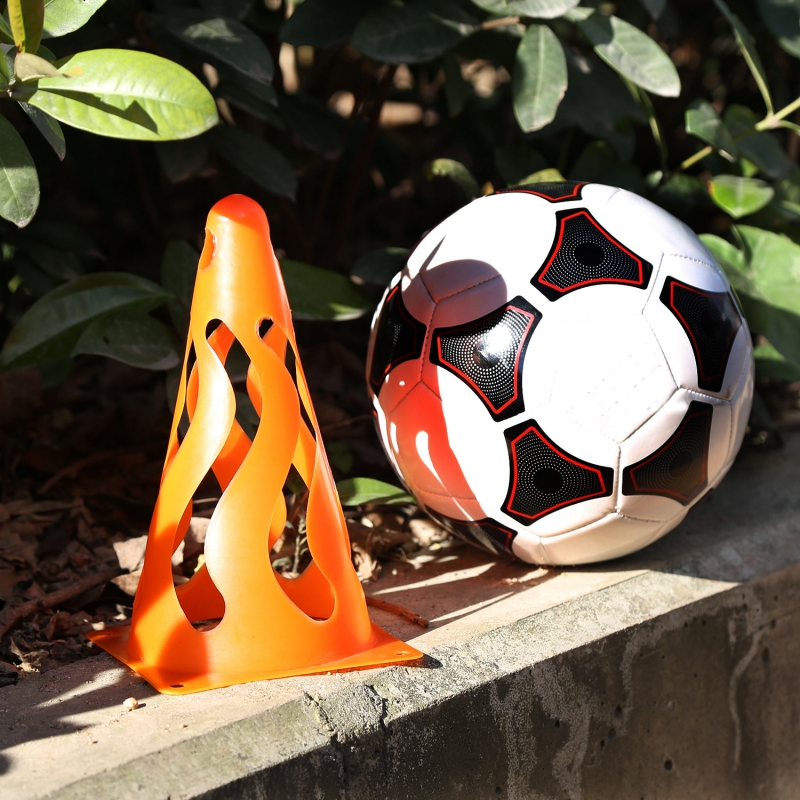 4 PCS Soccer Training Pile Hollow Roadblocks Soccer Ball Step Moving Training Equipment Outdoor Football Roadblock soccer balls size 4