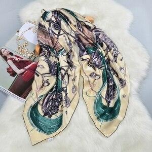 Image 1 - Nadrukowana moda 100% jedwabny szal kobiety duży kwadratowy jedwabny szal szal okłady peleryna luksusowe ręcznie walcowane 106cm kobiece prezenty