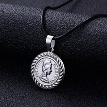 Annayoyo Trendy Women Coin Small Pendant Necklace Queen Elizabeth Stainless Steel Round Charm