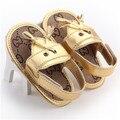 2016 Nuevo Diseño de Verano de Cuero de LA PU de Oro Bebé Muchachos de Las Muchachas Zapatos Infantiles Del Niño Primeros Caminante Zapatos de Suela Suave