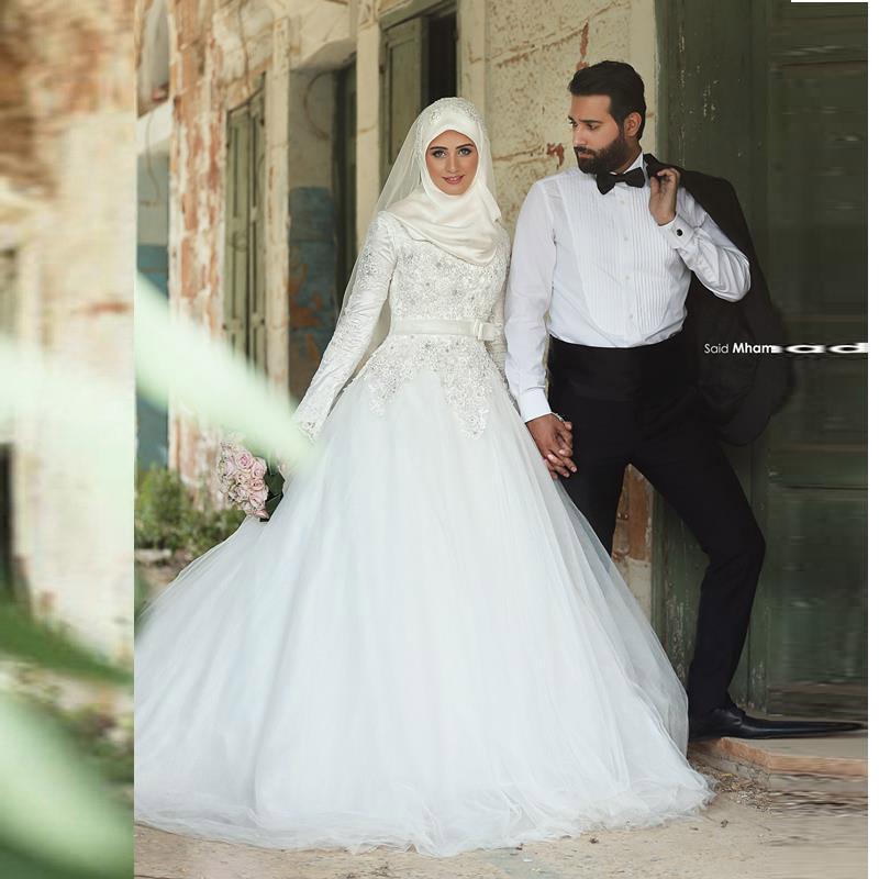 b13bc8d231d Robes de mariée 2016 musulmans Hijab robes de mariée avec manches longues  dentelle tribunal Train 2016 robes de mariée arabes robes dans Robes De  Mariée de ...