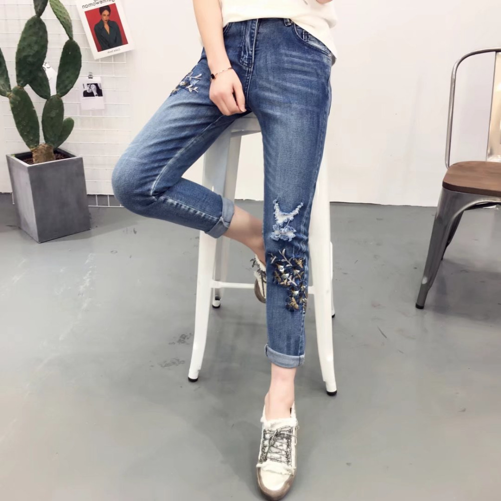 2017 Spring New Fashion Women Jeans Floral Embroidery Female Vintage Denim Pencil Pants Casual Mid waist Ankle-length Trousers new summer vintage women ripped hole jeans high waist floral embroidery loose fashion ankle length women denim jeans harem pants