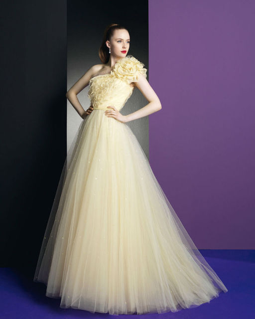 Ee 053 One Shoulder Ball Gown Flower Skirt Bridal Pale Yellow Wedding Dresses