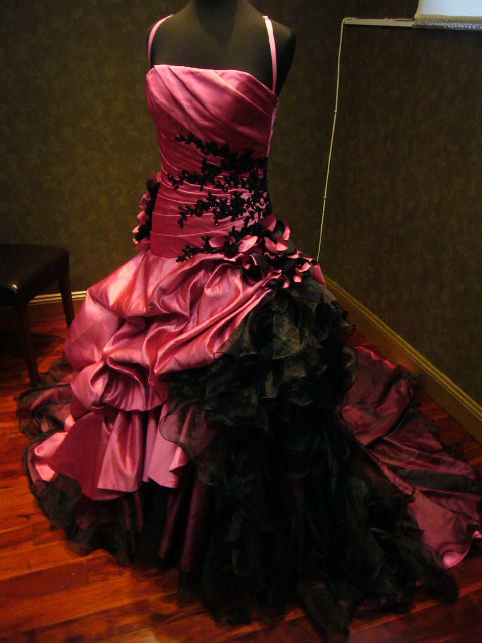 red gothic wedding dress Beetlejuice Lydia Deetz s Red Gothic Wedding Dress Halloween Party with Tim Burton