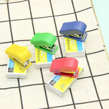 1pc Mini Stapler Set 1 Portable Small Gift Children Students Cute Stationery Gifts Office Supplies (Random Colors)