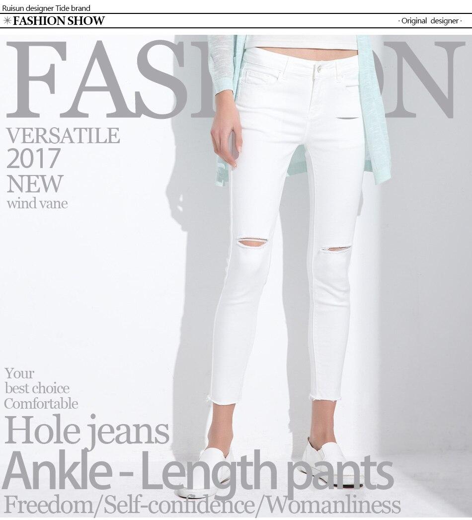 Stilingi moteriški džinsai. Džinsinės kelnės