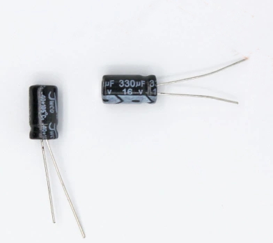 50PCS 330UF 16V 16V 330UF Aluminium Electrolytic Capacitor 16 V / 330 UF Size 6*12MM Electrolytic Capacitor