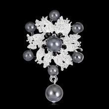 Classic Alloy Pins And Brooches For Women,Brooches For Scarf And Sweater Women's Hats Icons Rhinestone Brooch Female Cardigan