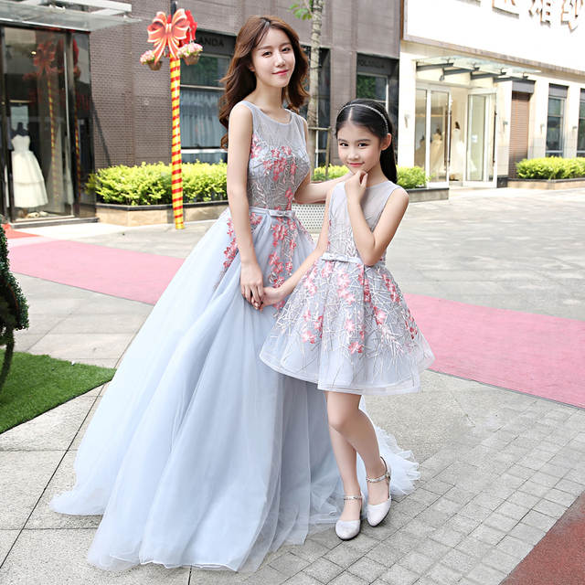 Women Girls Party Dress Mommy Kids Mom and Daughter Wedding Dress 2018  Sleeveless Mother and Daughter 02e59d80b689