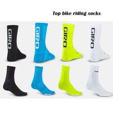 New Arrive High Quality Professional Brand Sport Socks Protect Feet Breathable Wicking Socks Popular Cycling Socks 4 Colors