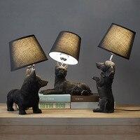 Işıklar ve Aydınlatma'ten LED Masa Lambaları'de Modern yatak yan lambası abajur reçine köpek hayvan masa lambası siyah beyaz renk çocuk yatak odası nordic masa lambası armatürleri