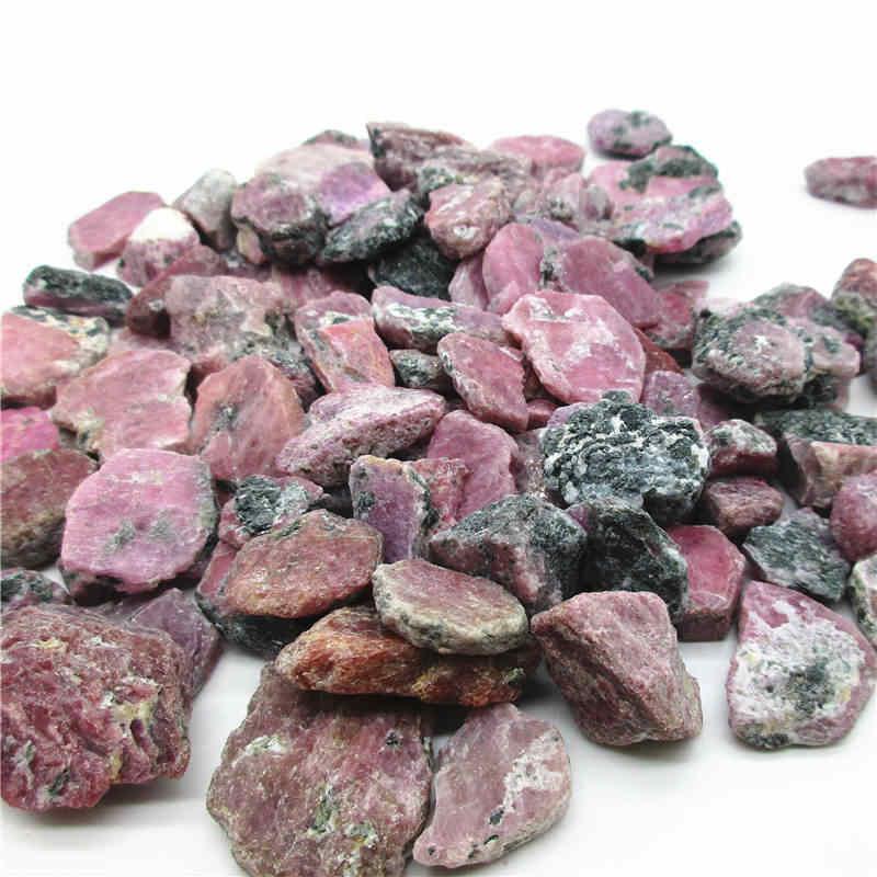 الأحجار الطبيعية الأحمر الياقوت الكريستال الكوارتز التورمالين الأحجار الكريمة الأصلي حجر الخام غير مصقول الزينة جمع