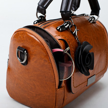 New fashionable Vintage wax leather hand with one shoulder and straddlebag
