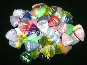Lots of 100pcs Alice Clear Colorful Guitar Picks Electric/Acoustic Guitar Picks 6 Thickness Assorted Wholesales Free Shippng