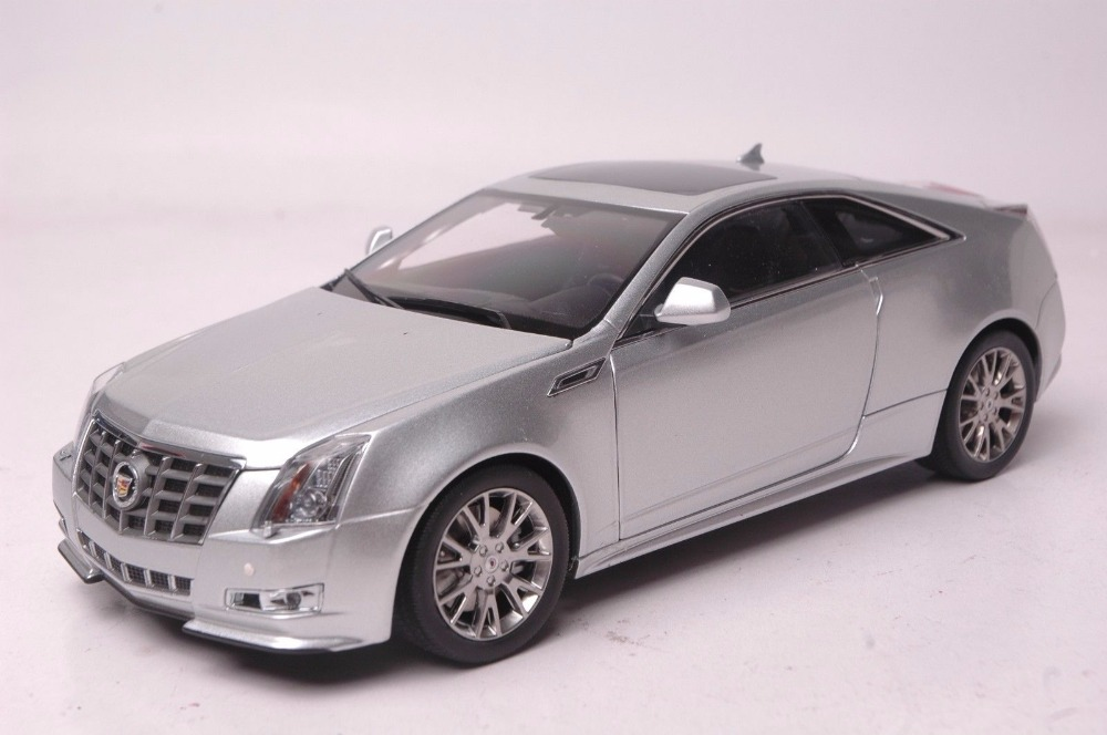 где купить 1:18 Diecast Model for GM Cadillac CTS Silver Coupe Alloy Toy Car Miniature Collection Gifts по лучшей цене