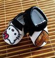 2016 Nueva Lindo Caliente de La Pu Del Bebé Mocasines de Cuero Hello Kitty Corazón negro Arco de Los Bebés Girls Toddler Suaves Del Bebé Zapatos de Los Niños 0-36 m