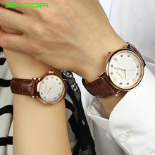 Fashionable Dress Couple Watch Waterproof Elegant Lovers Watches Alloy Dial Leather Band King Queen Pair Men and Women