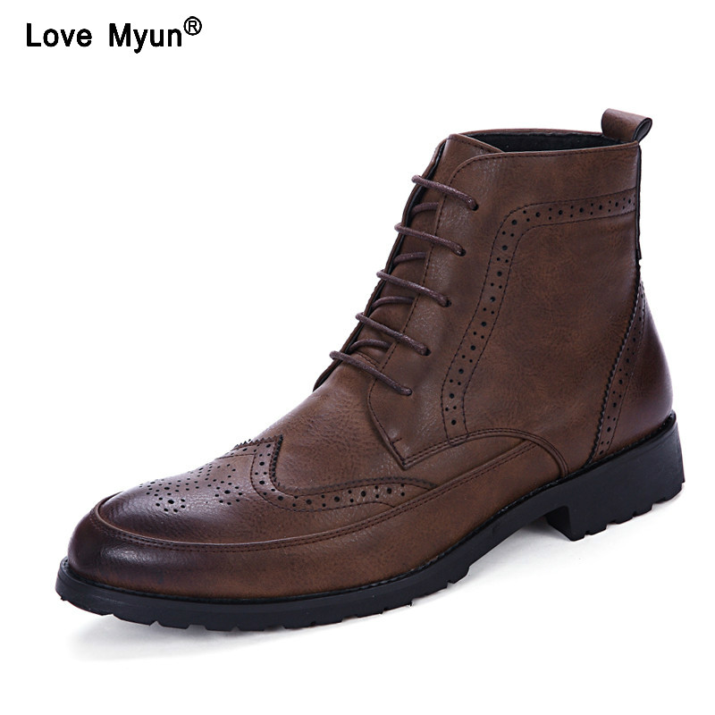 купить ujm90 New Men PU Leather Ankle Martin Boots British Style Male Casual Lace Up Derby Shoes Retro Carved Flower Brogue Shoes по цене 2136.7 рублей