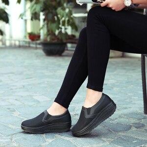 Image 4 - 2020 여성 신발 메쉬 통기성 여름 신발 플랫 여성로 퍼 캐주얼 스윙 신발 여성 Flootwear 크기 35 42