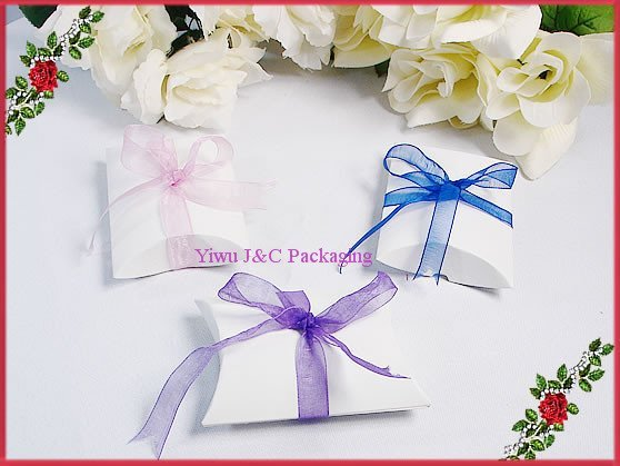 NEW- FREE SHIPPING--White Wedding Pillow Shape Candy Boxes,Wedding Favor Box, Party Gift Box, Paper Box(JCO-76)
