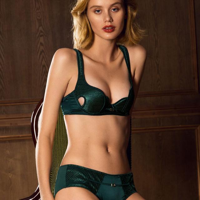 Sutiãs Sem Costura Conjunto de Roupa Interior Lingerie Com Sutiãs Push Up Sexy Profundo Decote em V Cor Sólida Novo 2017 Preto Verde Vermelho