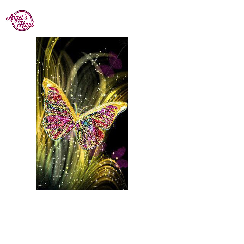 Вышивка руки с бабочкой