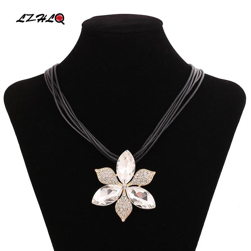 9e18479fb28f Lzhlq moda cuerda cadena clavícula collar mujeres Maxi collar cristalino de  la flor del metal del colgante del rhinestone joyería marca Accesorios