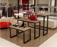 Магазин одежды с высокой и низкой платформой демонстрационный