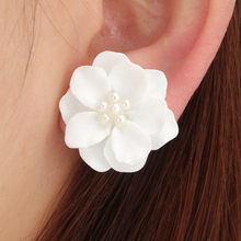 Fashion Design Lovely white Flower Pearl Pendant Circle Stud Earrings For Woman 10.4(China)