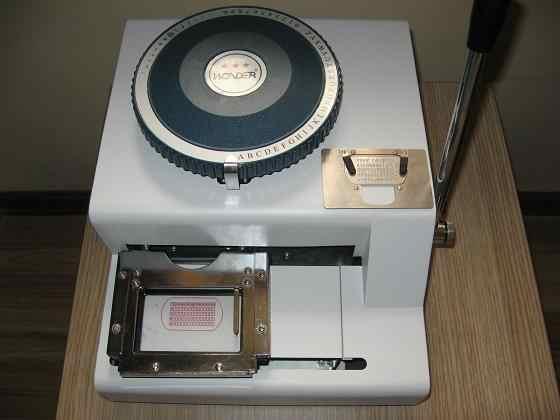 Гарантированная Новинка 100% года. 52 символа, ручная металлическая тисненая машина для тиснения, стальная машина для тиснения