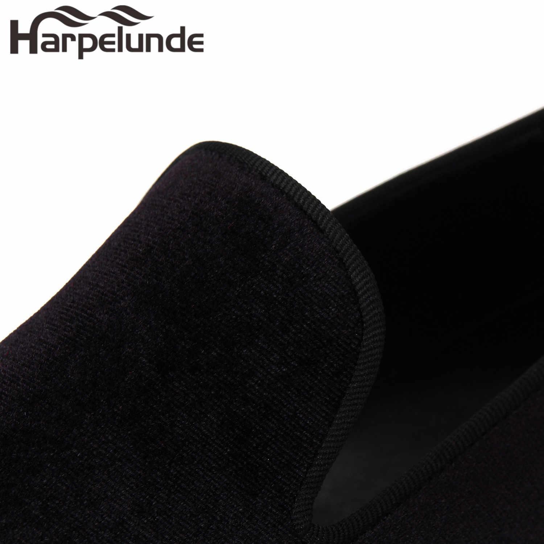 Harpelunde Slip On Men รองเท้ากำมะหยี่สีดำกับแผ่นทองขนาด 6-14