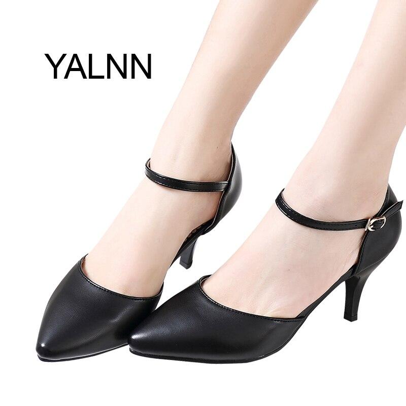 YALNN בסיסי קיץ באביב נשים משאבות נעלי עקבים דקים רצועת אבזם רדוד הבוהן מחודדת עבור נשים קריירת משרד פנאי