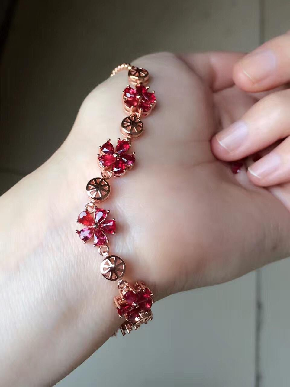 Promotion Qi Xuan_Free Shipping Natural Red Stones Elegant Bracelets_S925 Solid Fashion Bracelets_Manufacturer Directly Sales