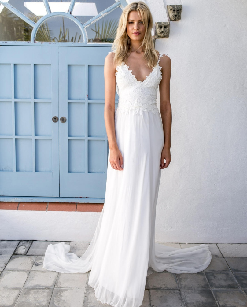 Beach p beach wedding dresses cheap A Line Princess Scoop Neck Sweep Train Tulle Lace Wedding Dress With Beading Sequins