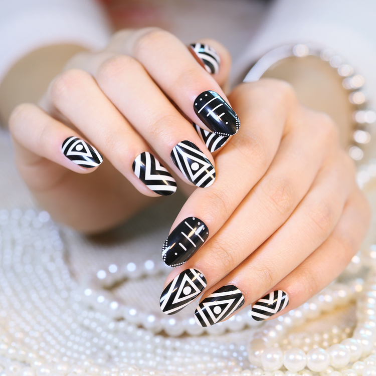 24pcs Geometric Pattern Fake Nails Black and White Normal Length ...