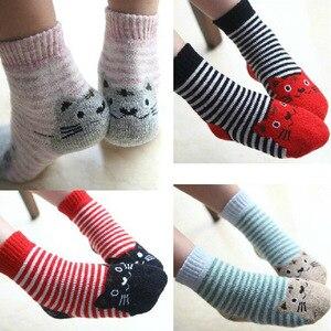 Image 1 - Calcetines de algodón para niños, calcetín con gato Animal, lana gruesa, a rayas, cortos, creativos, suaves y cálidos, para invierno, 2019