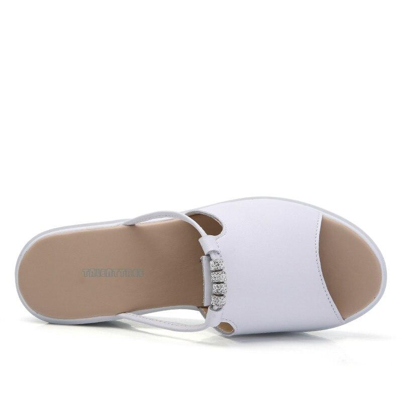 D'été Sabots Cuir Toe white Chaussures Cristal Peep Talons Plate 2018 Coins Sandales Femmes forme Mules Black white Dames En Hollow Pantoufle Élégantes Znnv8gxT