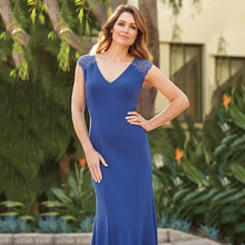 Eightree V neck Mermaid Mother of the Bride Dress Illusion High Back Appliques and Beading Trumpet Evening Fashion Design