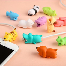 1 unids Cable Protector para el cable de Iphone Winder dog Bite Phone holder Accesorio Organizador conejo perro gato muñeca Animal modelo divertido
