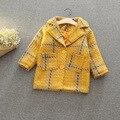 2017 moda bebê menina casaco de inverno xadrez botão blazer jacket brasão do bebê da menina da criança roupas das meninas Da Forma casaco de lã outwear
