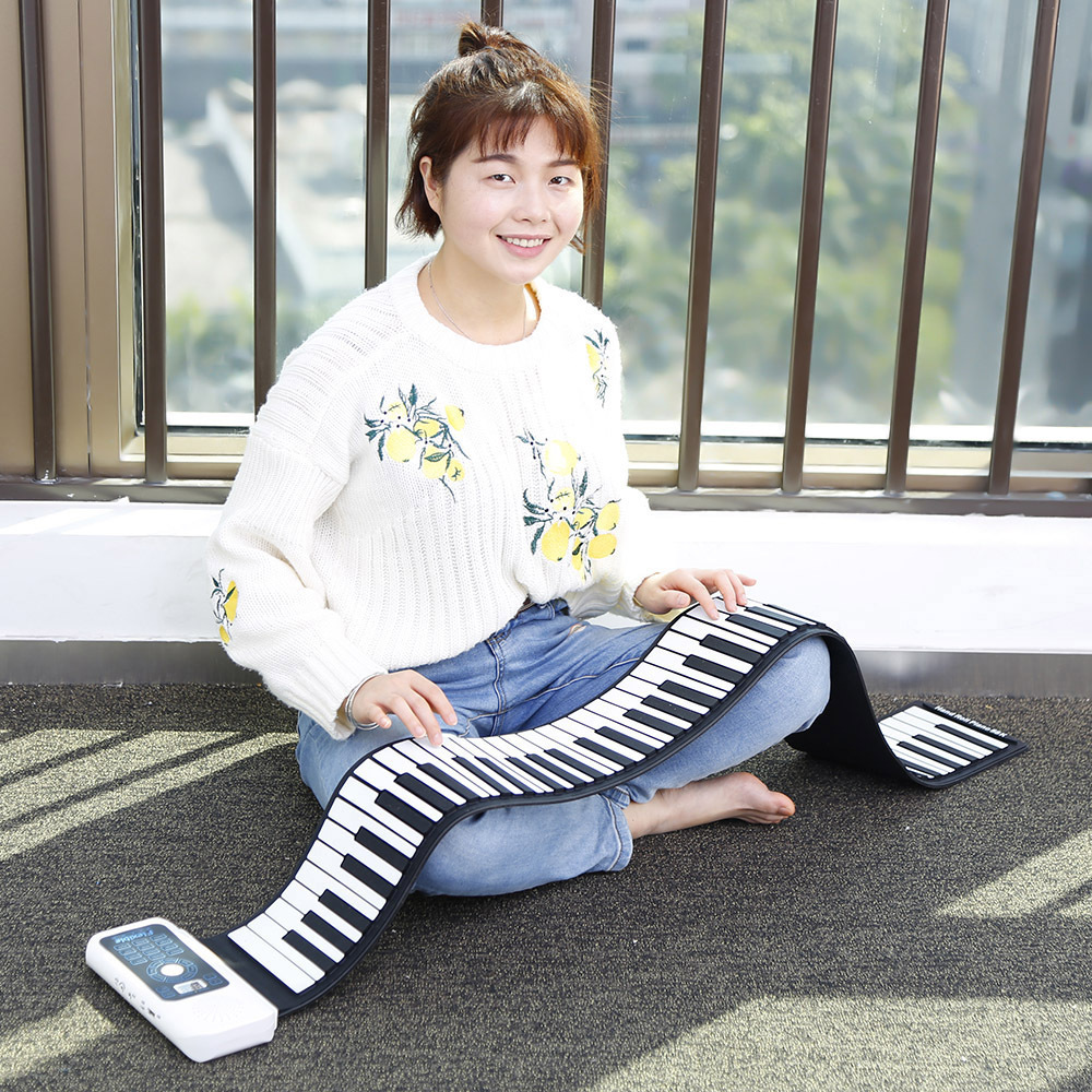 цена на Portable Silicone 61/88 Keys Hand Roll Up Piano with USB MIDI Electronic Keyboard foldable eletronic piano free shipping