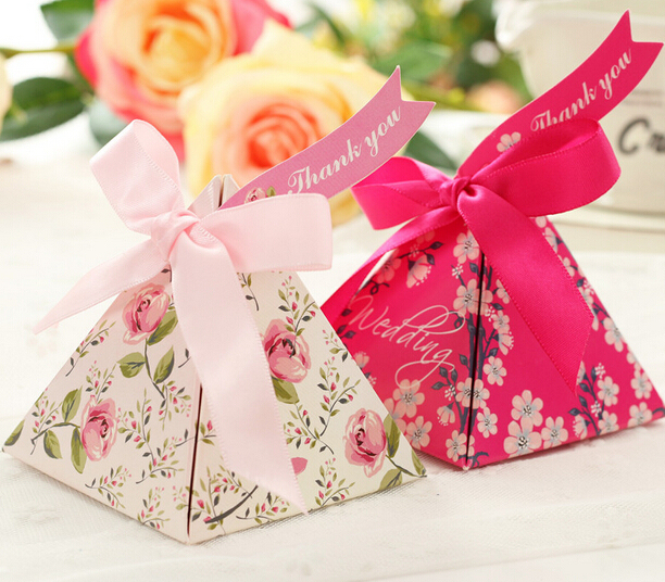 50pcs Beautiful Flower Print Wedding Favors Candy Boxes Cake Paper Box Triangular Chocolate Gift