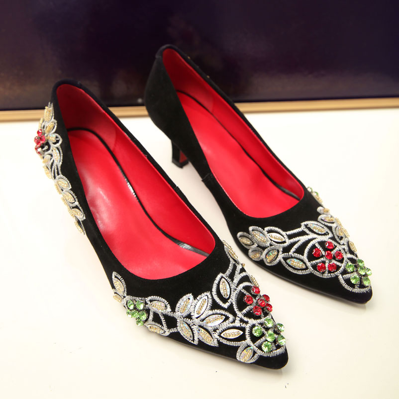 ФОТО Women Pumps Sexy Med Heels Embroidery Shoes Woman Genuine Leather Women Dress Pumps Ethnic Footwear brand Ladies Shoes