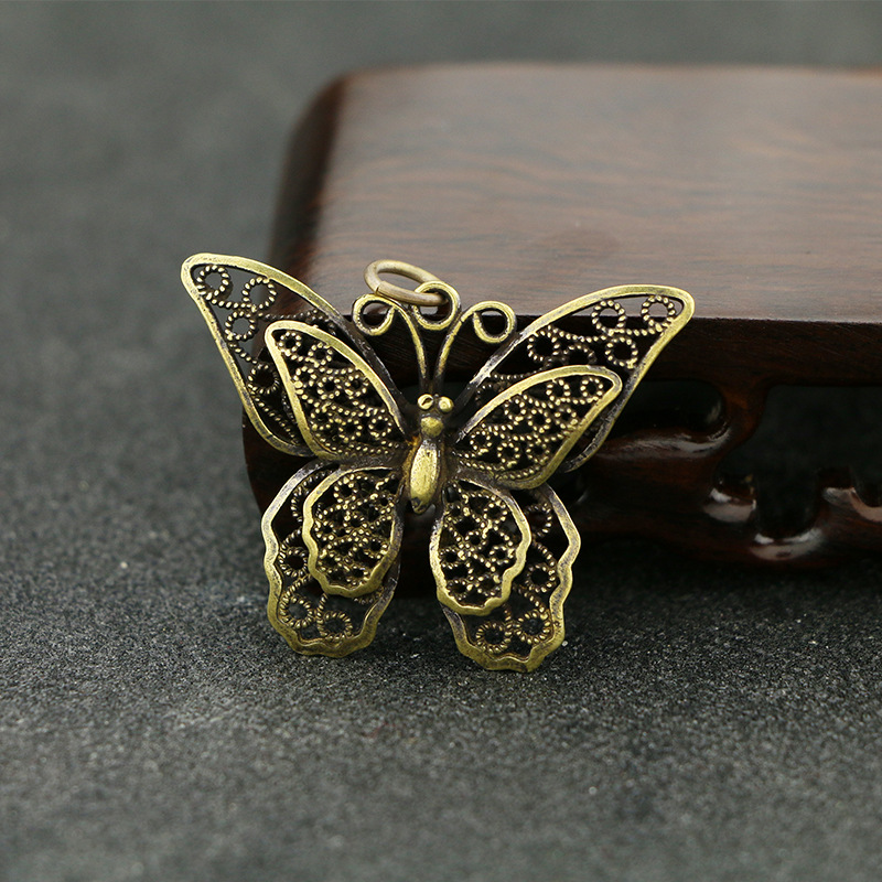 Mini Cute Retro Brass Butterfly Statue Keychain Pendant Decoration Ornament Sculpture Home Office Desk Ornament Funny Toy Gift
