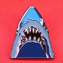Tubarão esmalte pino oceano peixe broche horror arte distintivo stephen spielberg mandíbulas pop cultura jóias
