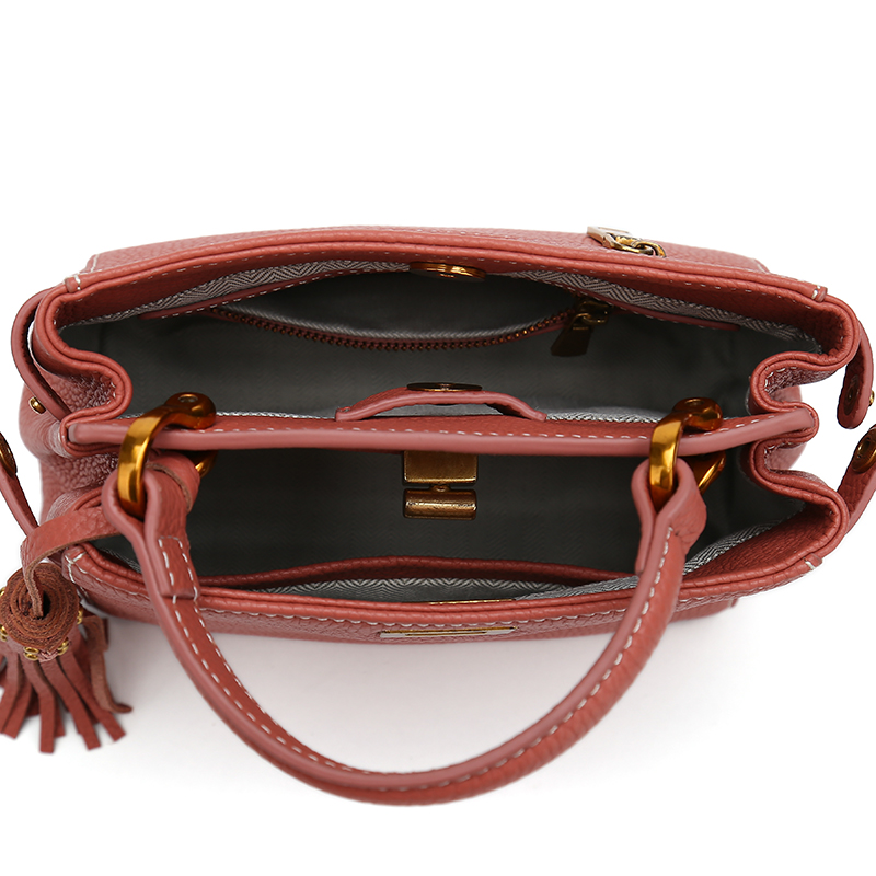 New Arrival Genuine Leather Female Shoulder Bag Tassel Women Cross body Bag 2019 Fashion Messenger Bag Small Flap Bags for Lady in Top Handle Bags from Luggage Bags