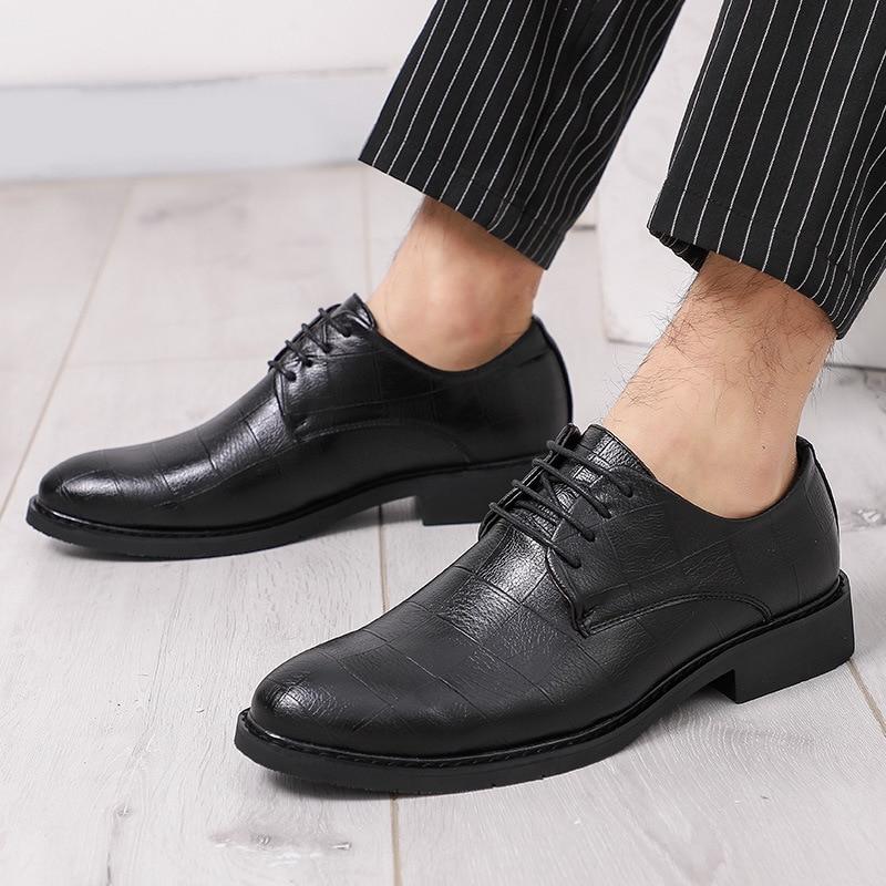 Sapatos Moda Homens Negócios De Black Coréia Couro Mocassins Npezkgc Vestem Apontado Confortável Macios Dedo Negros Masculinos RqrtUwR