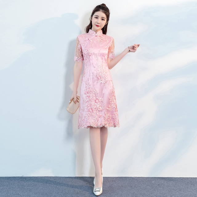 7641cf8fbb26 PINK Chinese Women Sexy Lace Floral Dress 2018 New Oversize 3XL Elegant Embroidery  Cheongsam Improved Slim Qipao Vestidos-in Dresses from Women's Clothing ...